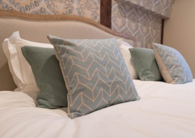 Orchard_Cottage_5_master_cushions